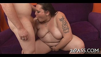 woman tall big carry boy Video amatoriale 1